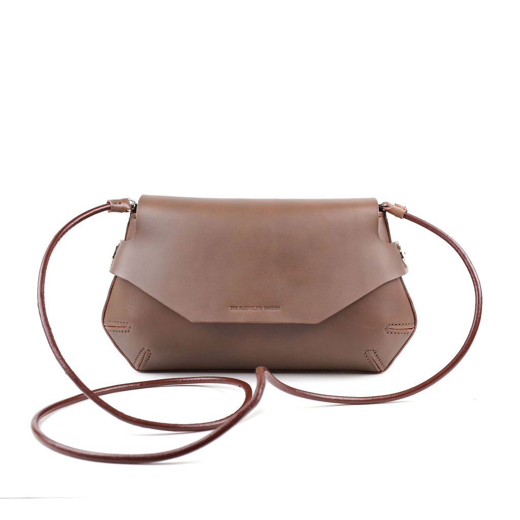 pomely-thesleevelessgarden-clutch-bag-leather-goods