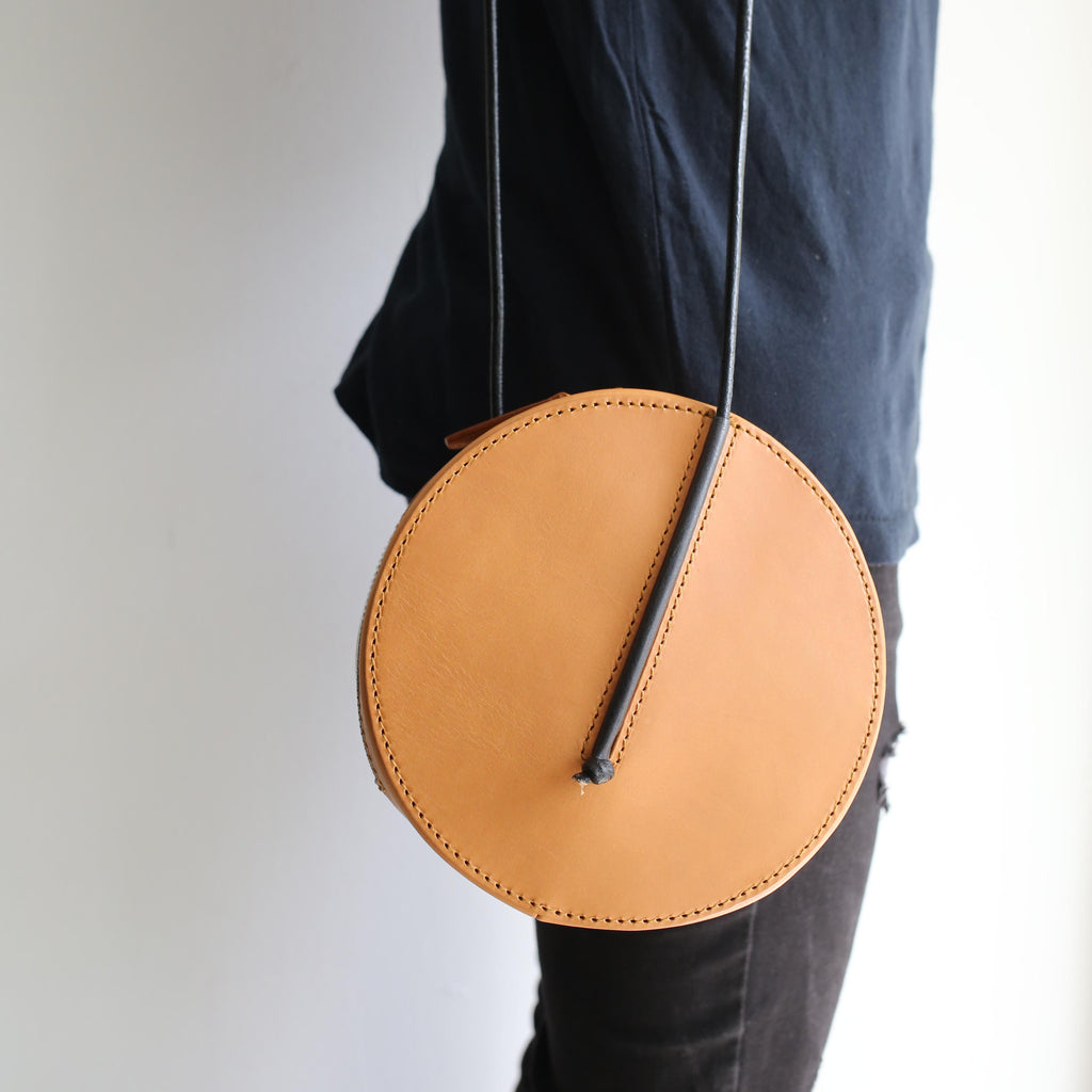 radius-s-size-sleeveless-garden-leather-bag