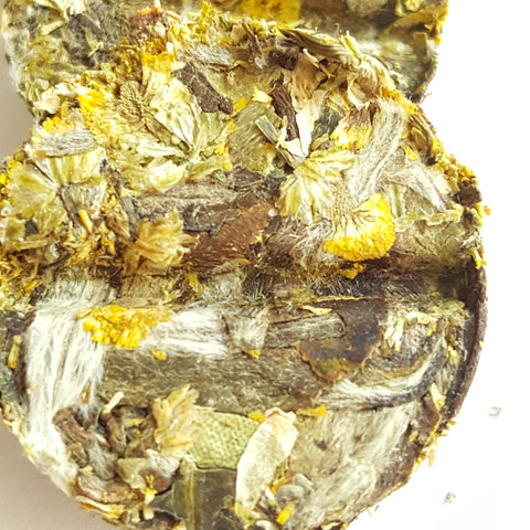 Natural Chamomile White Tea Whole Leaf Loose Tea In Tea Bricks