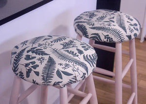 A Perfect Pair - Makeover Time for two old Bar Stools with Fusion Mineral Paint