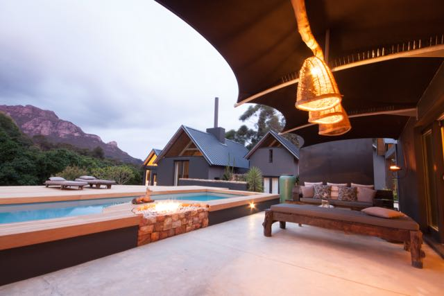Villa Maison Noir, Capetown . Pool in the evening.