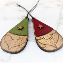 Set of 2 nisse / gnome baubles. With green and red hats with a star decoration. Made from wood and felt