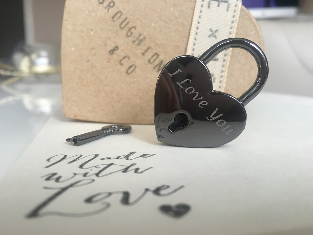 "Personalised ""I Love You"" Heart Lovelock Keyring"