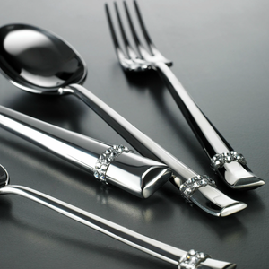DUETTO SWAROVSKI® 24-PIECE CUTLERY SET BY CASA BUGATTI - Luxxdesign.com
