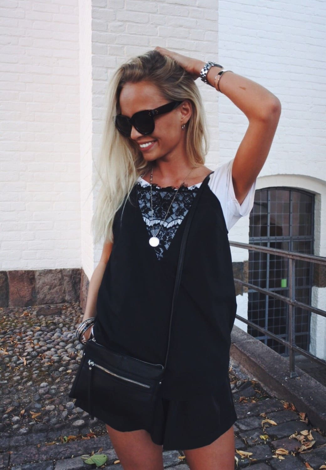CUTE TOP WITH DETAILS