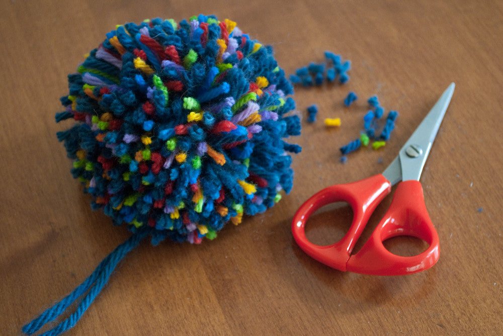 How to make a multi-coloured pom pom