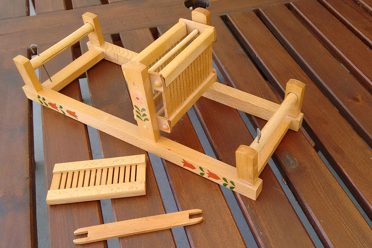 Toy mini loom with painted flower decoration