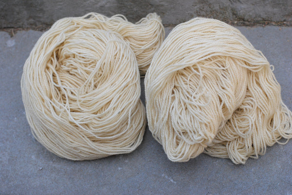 Undyed natural wool yarn