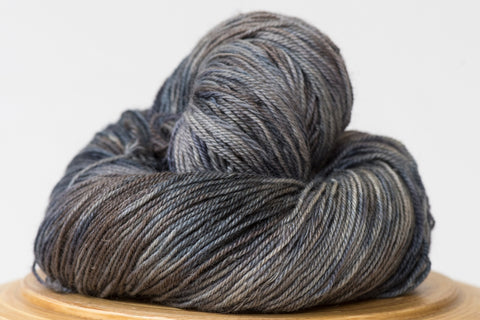 Pizzicato hand-dyed yarn in variegated grey