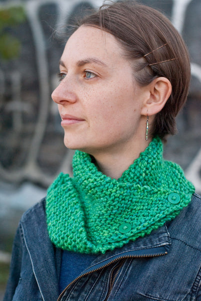 Dissymmetry Cowl free beginner knitting pattern