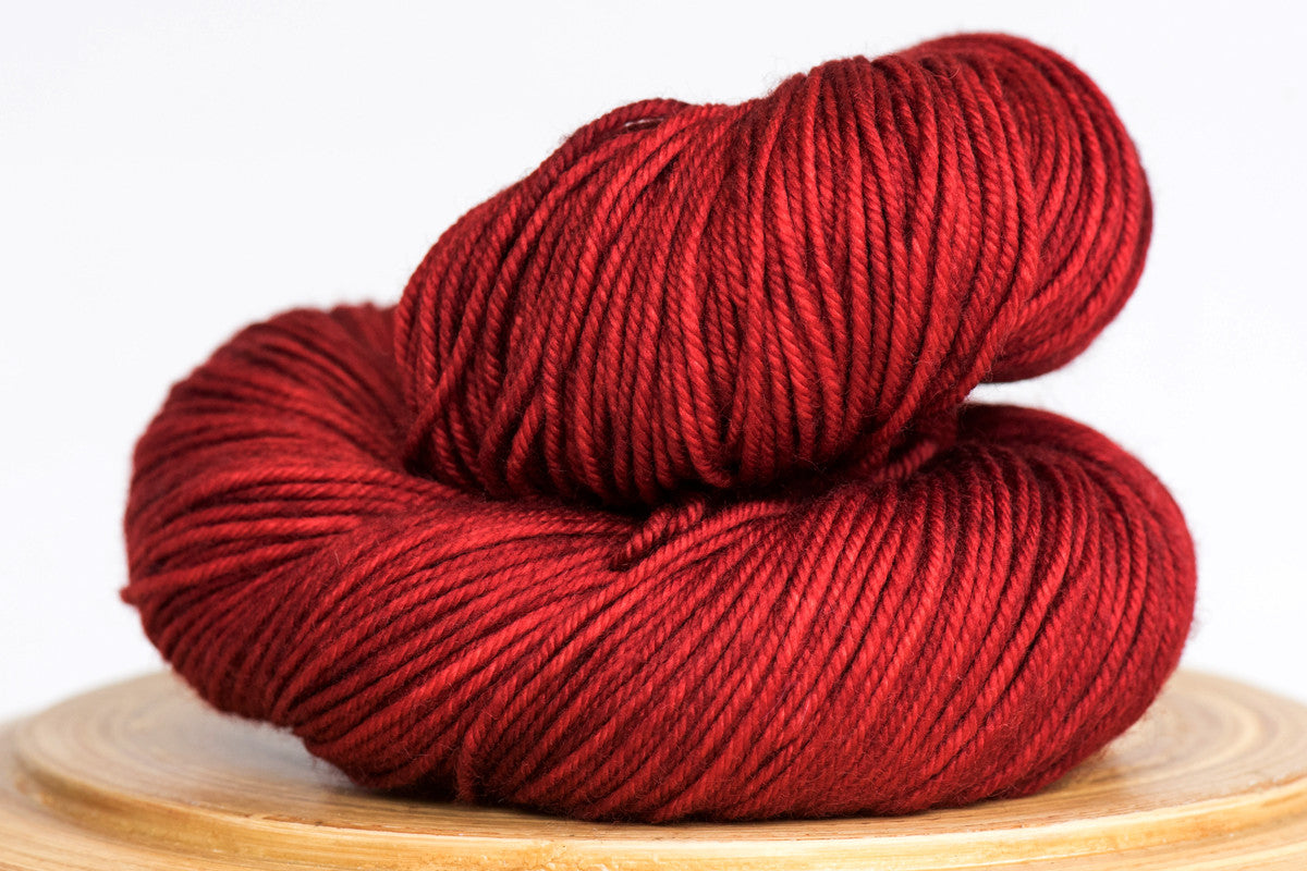 Canneberge semi solid rich red DK hand-dyed yarn