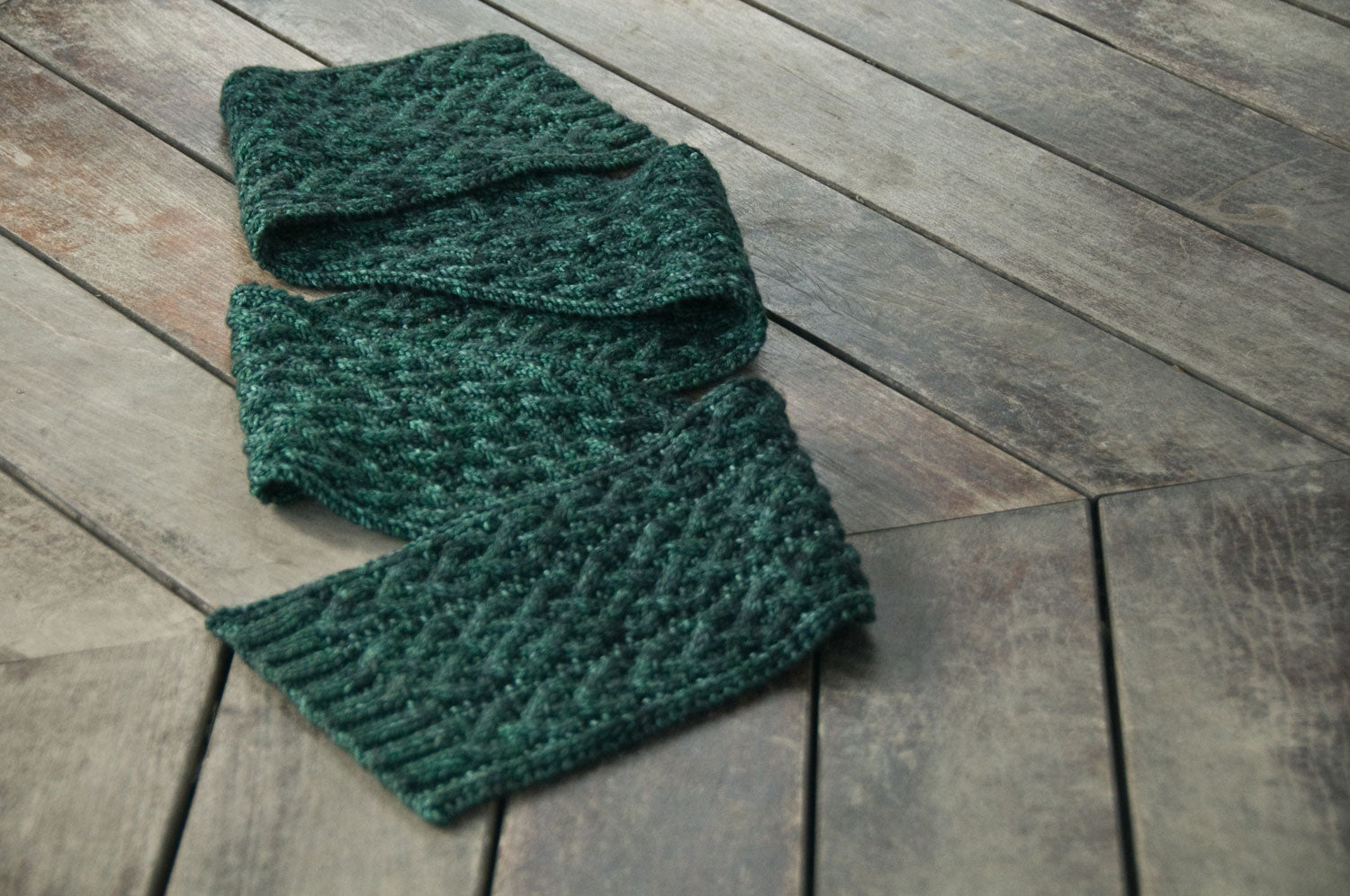 Axiom Scarf