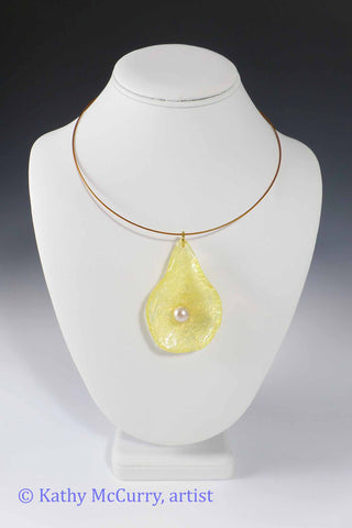 Magic Drops: Yellow with Glass Pearl