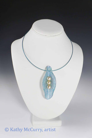 Magic Shell: Blue with 3 Glass Pearls