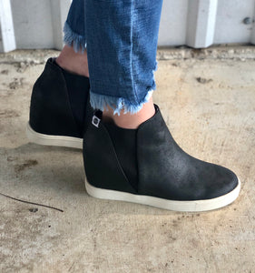 Lure Wedge Sneaker