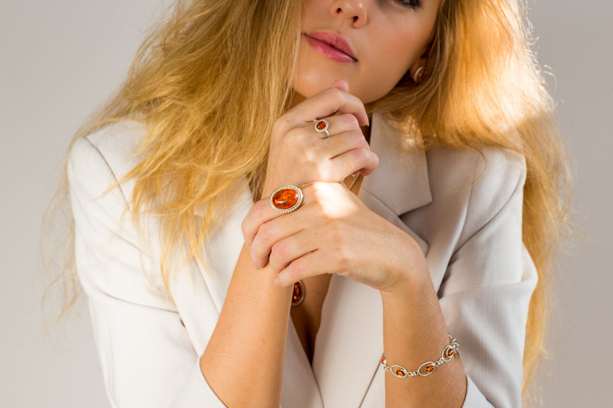 Quintessence: Classic Amber Jewellery for Evening Elegance