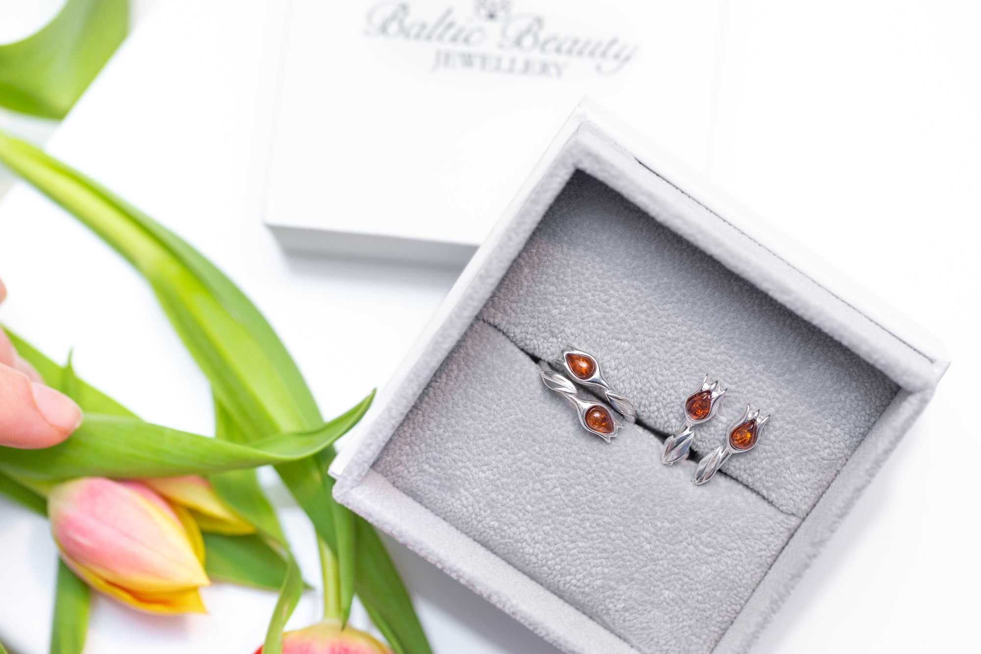 Amber Tulip Jewellery Set