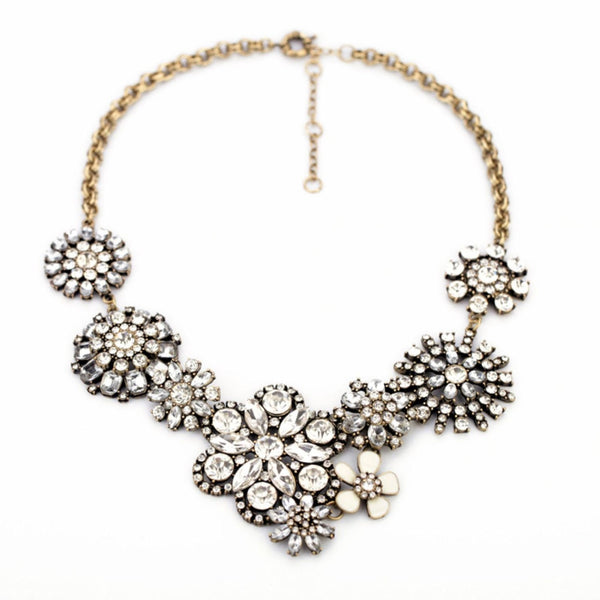 Clear Rhinestone Snow Flower Crystal Resin Statement Fashion Necklace - Crystalline