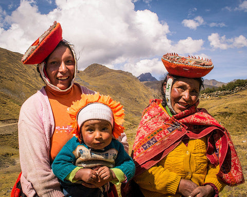 women of the andes, Threads of Peru,  Peruvian women,  Quechua women, Peruvian women, Indigenous women