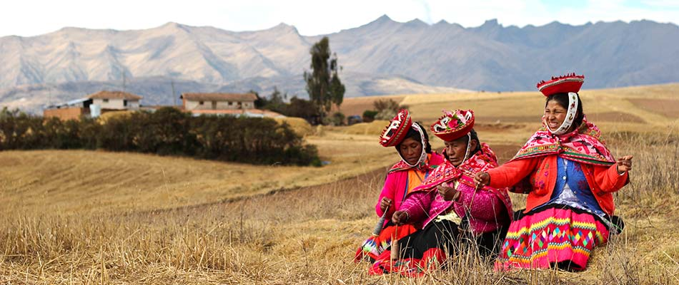 women's traditional clothing Peru