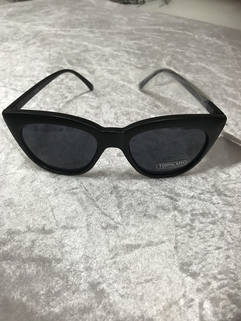 7457MB Matt Black Cats Eyes  Retro Fashion Sunglasses