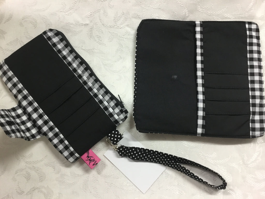 Gingham/Dot Wallet Wristlet