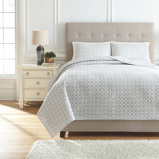Mayda Quilt Set | Calgary's Furniture Store