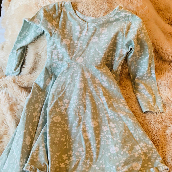 Destash - Ellies Handmade - EUC - Size 6 - Pale Green Knit Dress