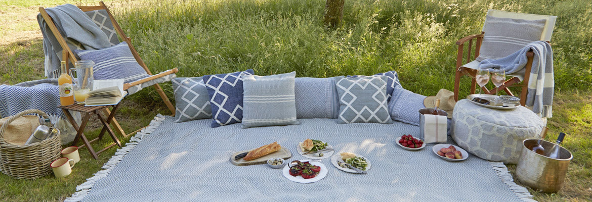 outside blankets and throws with cushions