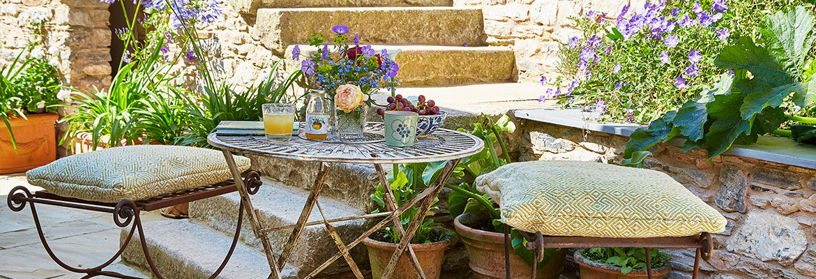 Provence outdoor cushion in Gooseberry