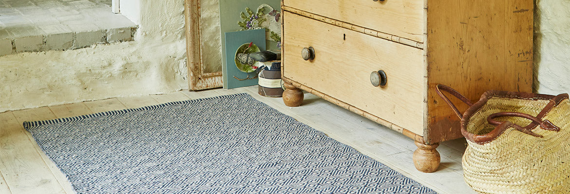 Provence rug in navy blue
