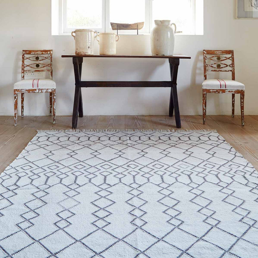 Medina Tangier Rug with table and chairs