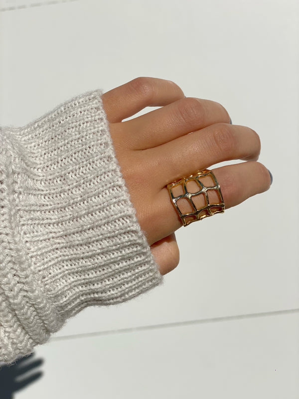 CHARLOTTE'S Statement Ring