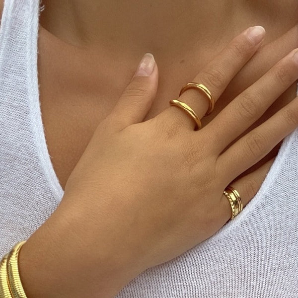 CLAIRE CLAM RING