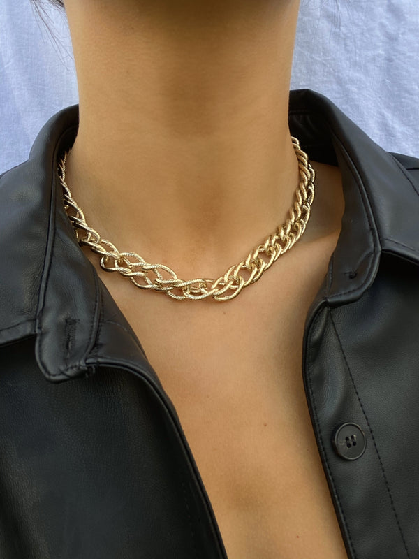 CHARLEY Chunky Chain Necklace