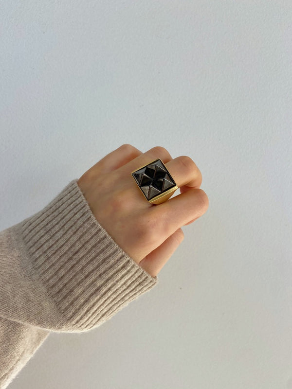 PIA PYRAMID Square Ring