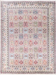 "8'1""x10'8"" Traditional Ivory Wool & Silk Hand-finished Rug"
