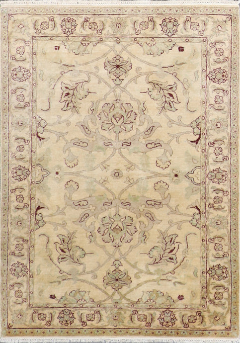 "3'11""x5'10"" Decorative Tan Wool Hand-Knotted Rug"