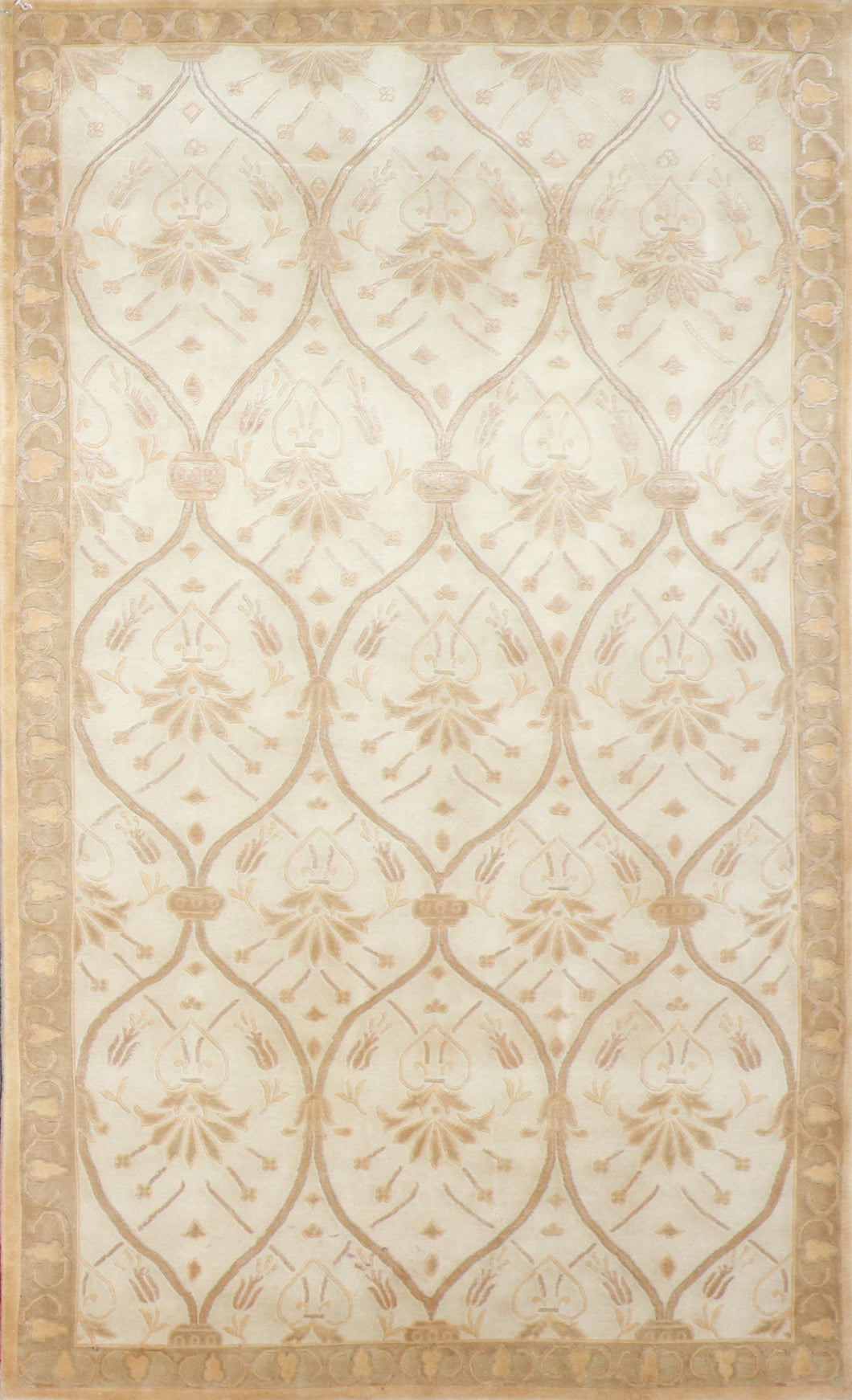 "4'11""x8'11"" Transitional Ivory Wool & Silk Hand-Knotted Rug"