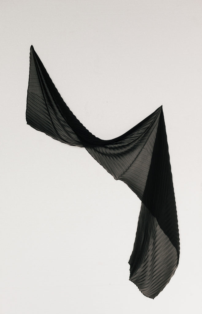 PLEATED LEAF SCARF