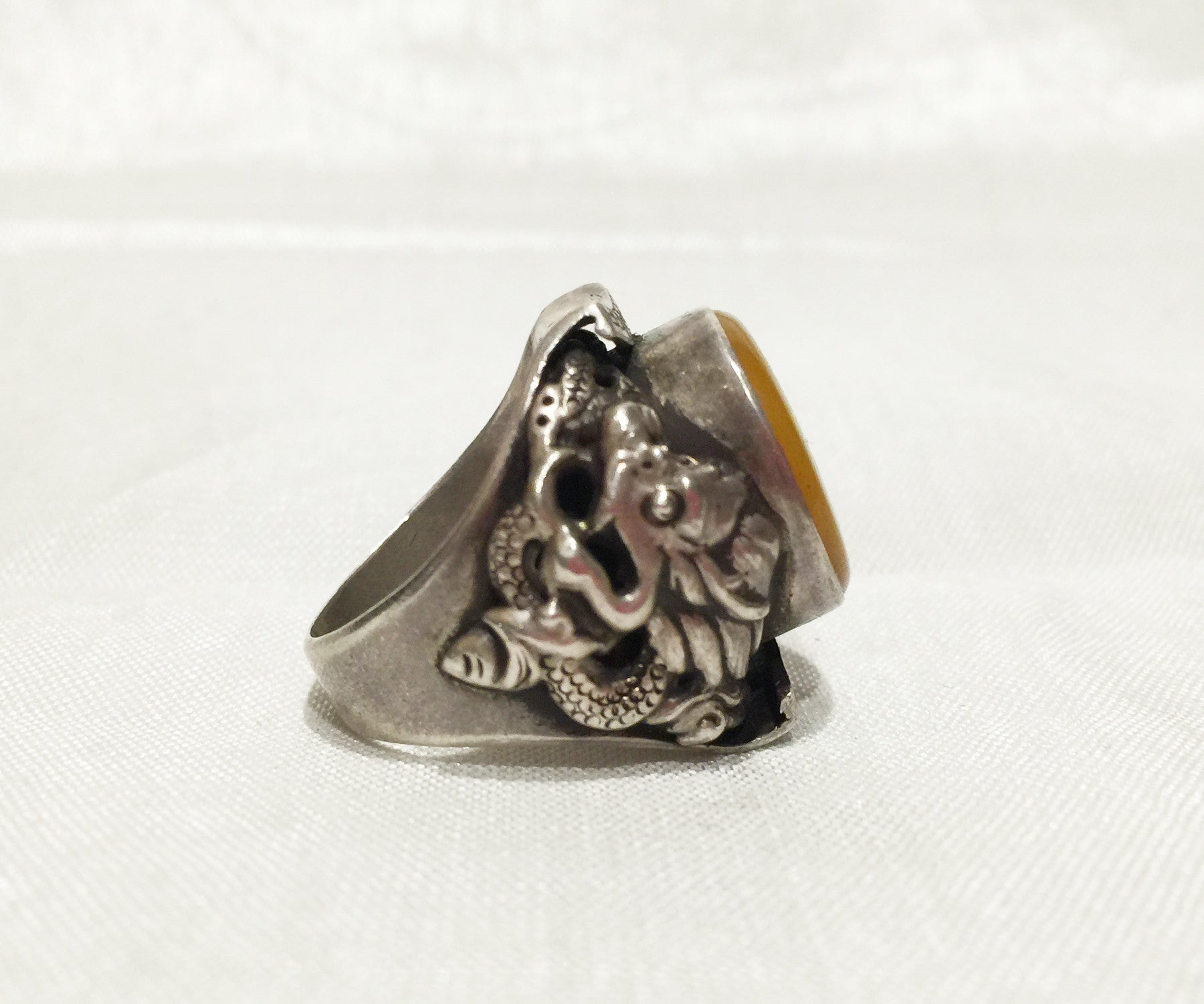 Tibetan Amber Saddle ring round - Tibet Arts & Healing