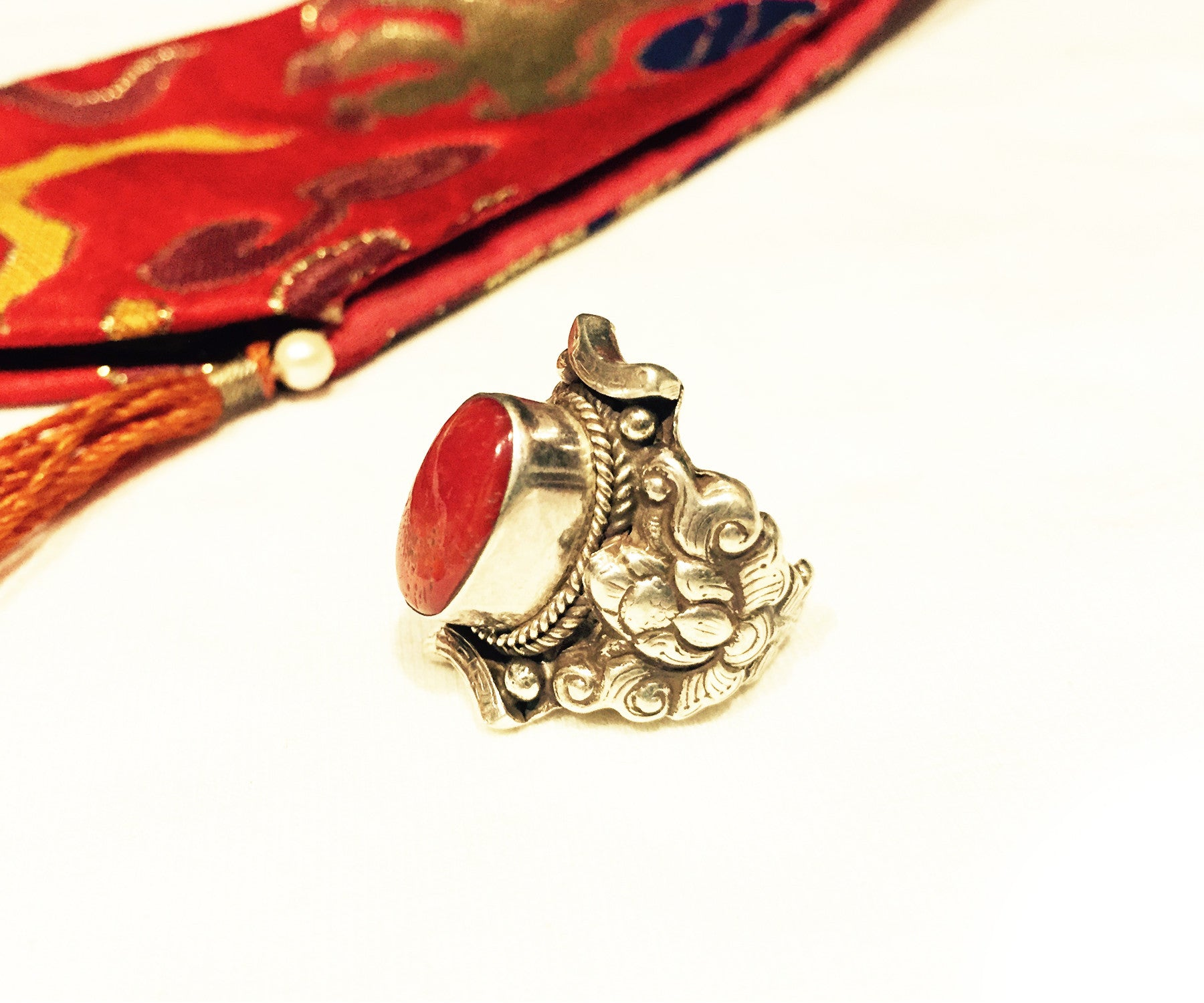 Vtg Unique 925 Sterling Silver 3 Natural Red Round Coral Gemstones Tibet Himalayan Art Ring Sz 8