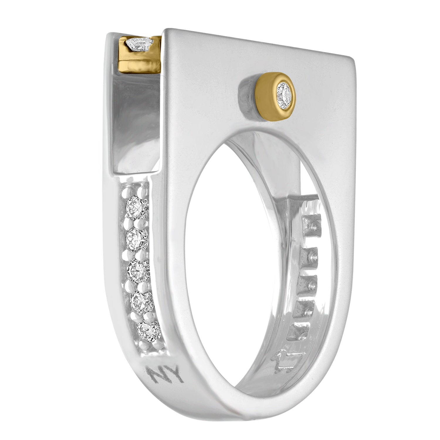 Side view diamond ring in 18K gold