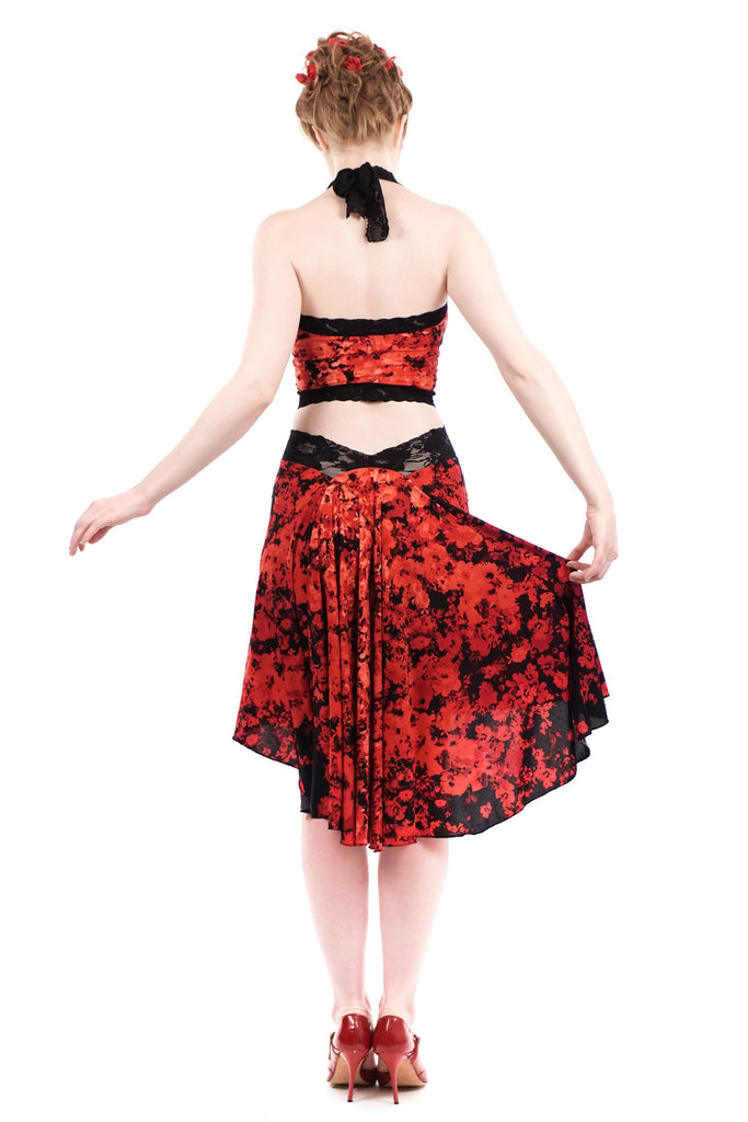 the signature skirt in bed of roses