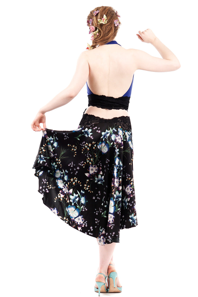 the signature skirt in black sakura