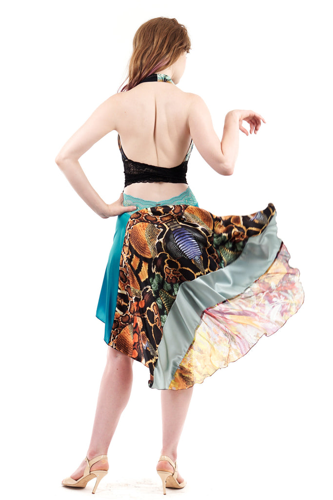 the signature skirt in monarch and sky