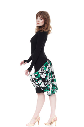 the signature skirt in inky jersey & green lilies