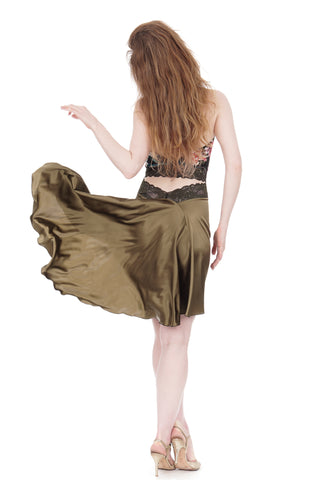 the signature skirt in martini olive silk