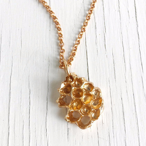 honeycomb-pendant-gold-bronze