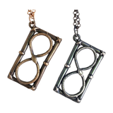 Infinite-hourglass-necklace-chase-and-scout